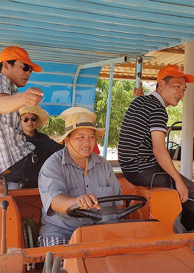 """Những người """"rũ áo nông dân"""" làm du lịch trải nghiệm ở Ninh Thuận - Ảnh 1."""