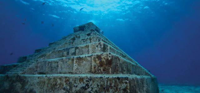 Kim tự tháp bí ẩn chìm dưới đáy biển - ảnh 1