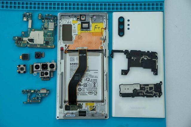 Galaxy Note10+ chơi khó người dùng vì nguy cơ vỡ kính khi tháo mở - Ảnh 2.