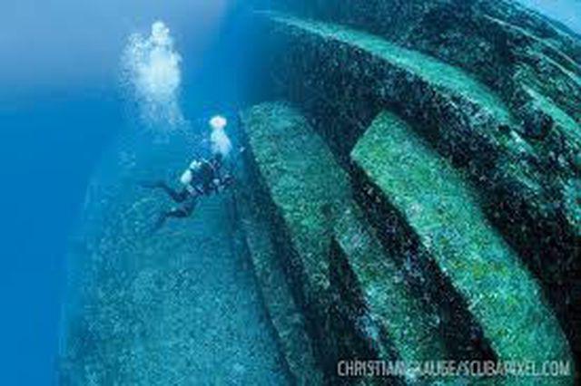 Kim tự tháp bí ẩn chìm dưới đáy biển - ảnh 3