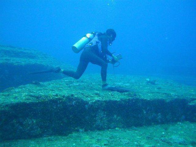 Kim tự tháp bí ẩn chìm dưới đáy biển - ảnh 4