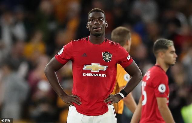 CĐV viết lời cay nghiệt ngoài đại bản doanh của Man Utd về Pogba - Ảnh 1.