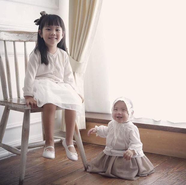 Con gái thứ nhà Eugene - Ki Tae Young lần đầu lộ diện - Ảnh 4.