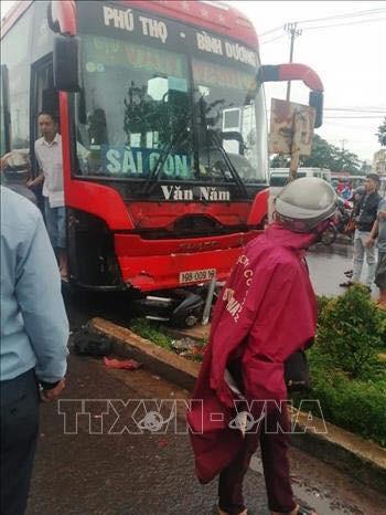 Gia Lai: Xe khách mất lái đâm 3 người chết, nhiều người bị thương - Ảnh 1.