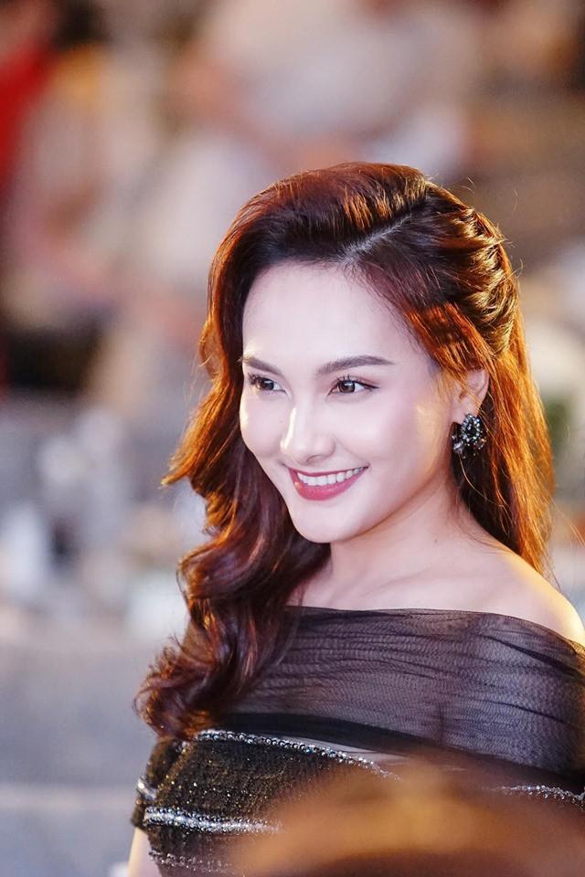 VTV Awards 2019: Lan Ngọc vẫn chẳng bị vướng bởi bất cứ diễn viên nữ nào - Ảnh 1.