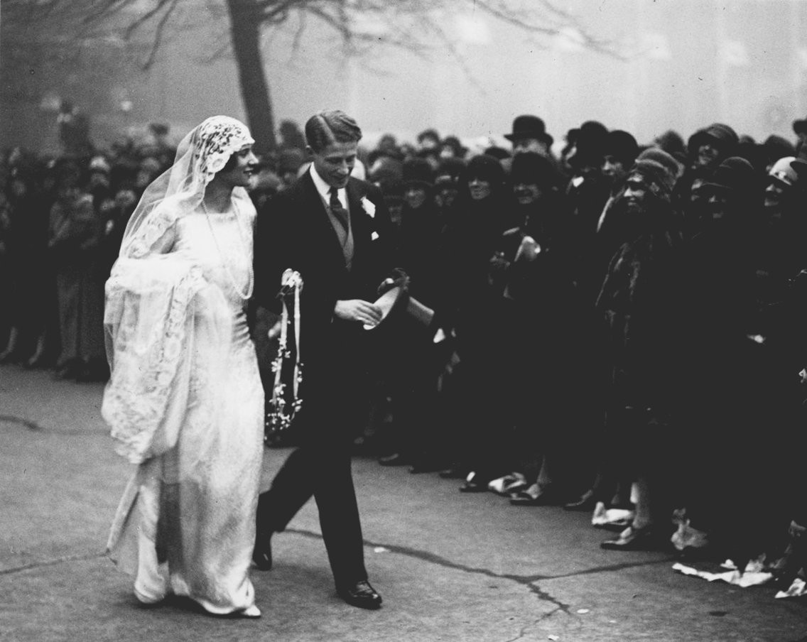Xu hướng váy cưới và sự thay đổi của thời trang trong 100 năm qua - Ảnh 3.