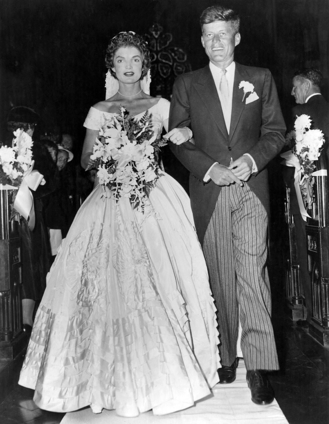 Xu hướng váy cưới và sự thay đổi của thời trang trong 100 năm qua - Ảnh 6.