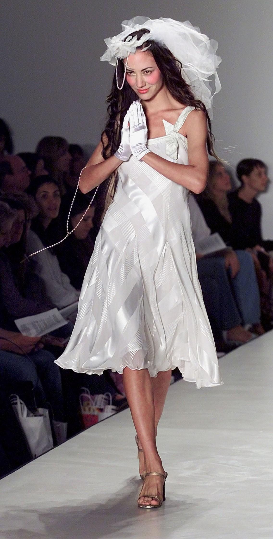 Xu hướng váy cưới và sự thay đổi của thời trang trong 100 năm qua - Ảnh 11.