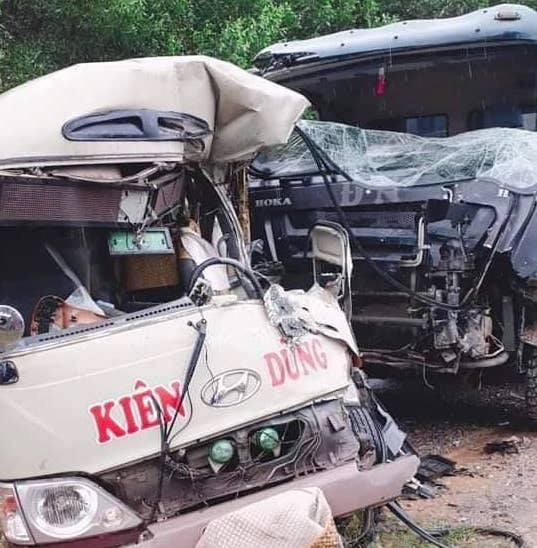 Phú Thọ: Xe tải va chạm xe khách, 6 người nhập viện - Ảnh 1.