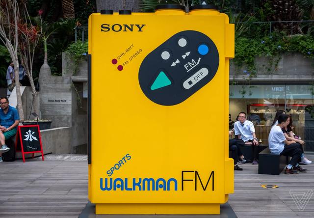 Sony kỷ niệm 40 năm sinh nhật máy nghe nhạc Walkman bằng triển lãm có một không hai - Ảnh 1.