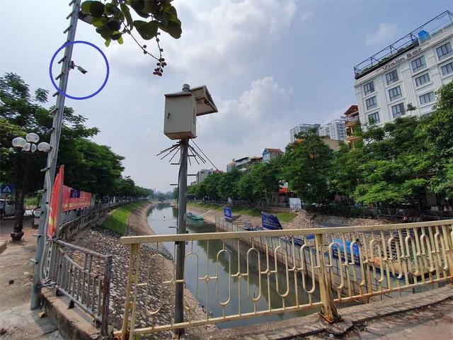 Lắp camera, bố trí người bảo vệ đàn cá koi Nhật Bản ở sông Tô Lịch - Ảnh 1.