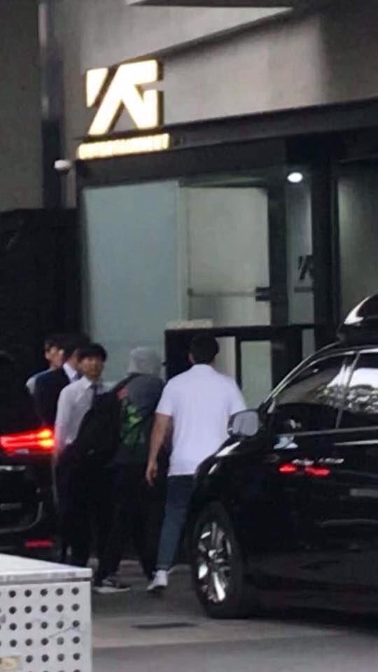 YG Entertainment gặp biến, tất cả các nghệ sĩ hội tụ? - Ảnh 2.