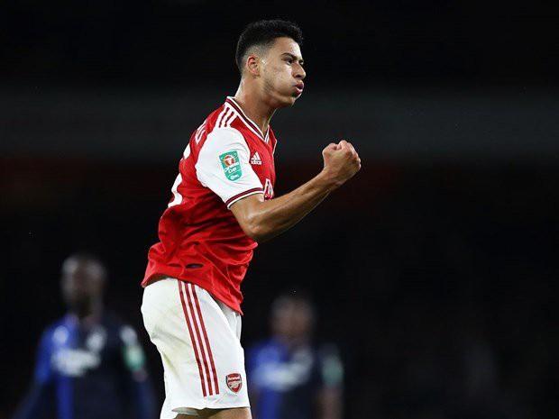 Chơi như lên đồng, sao trẻ Arsenal được ví với... Firmino - Ảnh 1.