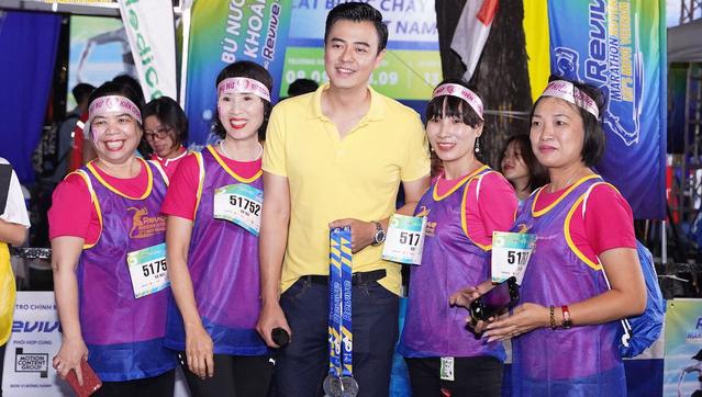 Bảo Thanh, Tuấn Tú rủ nhau chạy marathon từ tờ mờ sáng - ảnh 3