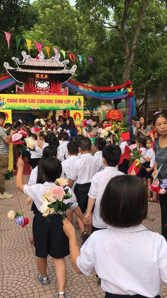 Rộn ràng không khí khai giảng năm học mới tại Hà Nội - Ảnh 7.
