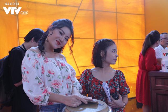 Thanh Hương song kiếm hợp bích với Đinh Hương trên sân khấu VTV Awards 2019 - Ảnh 1.