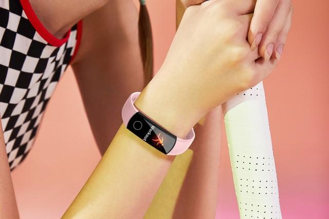 Các thiết bị đeo thông minh giá mềm đáng mua ở thời hiện tại - Ảnh 2.