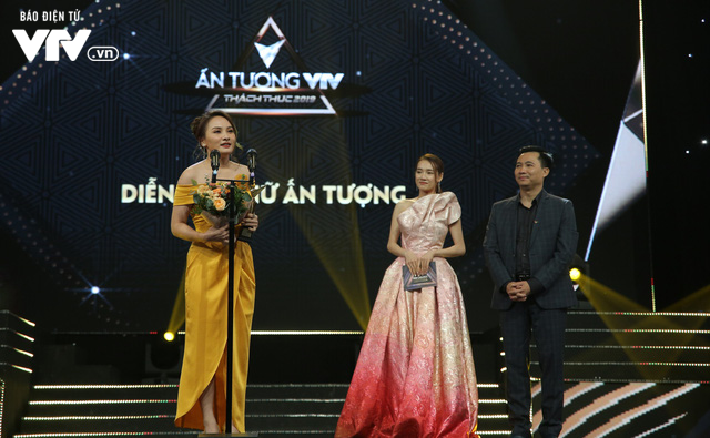 Không nằm ngoài dự đoán, Về nhà đi con ẵm 3 cúp VTV Awards 2019 - Ảnh 2.