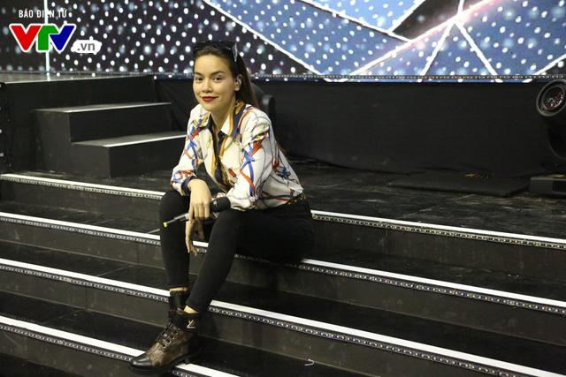 Hồ Ngọc Hà lần đầu xuất hiện trên sân khấu VTV Awards - Ảnh 1.