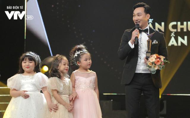 VTV Awards 2019: MC Thành Trung ngỡ ngàng khi nhận giải Dẫn chương trình ấn tượng - Ảnh 1.