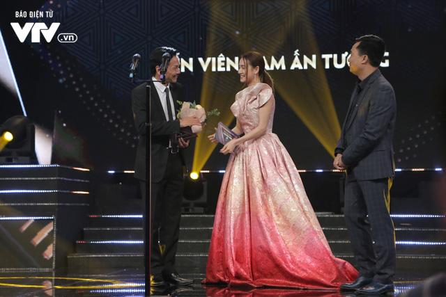 VTV Awards 2019: NSND Trung Anh xúc động nghẹn lời khi nhận giải Diễn viên nam ấn tượng - Ảnh 1.