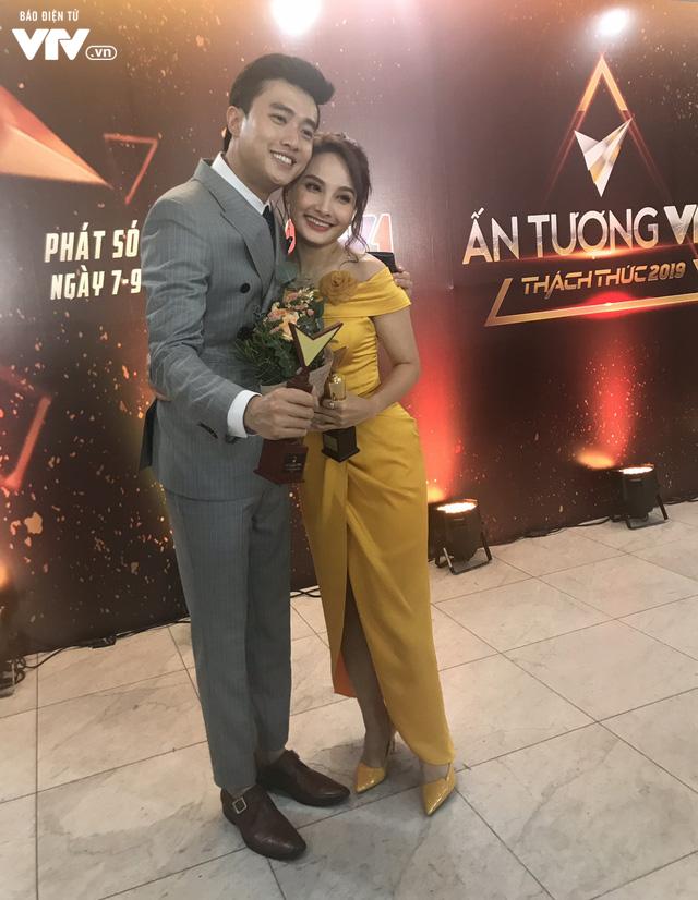 Giành cúp VTV Awards lần thứ hai, Bảo Thanh vẫn rưng rưng xúc động - Ảnh 3.