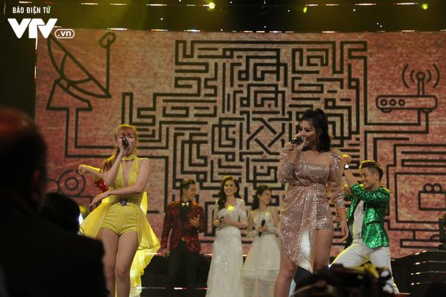 Diễn viên Thanh Hương - Đinh Hương khuấy động VTV Awards 2019 với Đón bình minh - Ảnh 3.