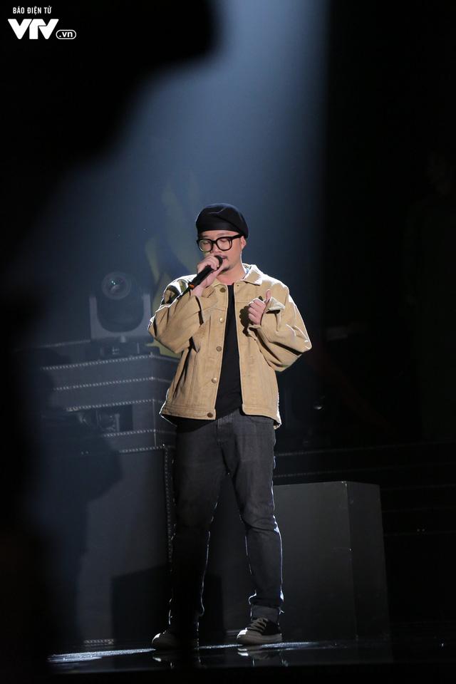 Hà Lê - Bùi Lan Hương say đắm trên sân khấu VTV Awards với Mưa hồng - Ảnh 1.