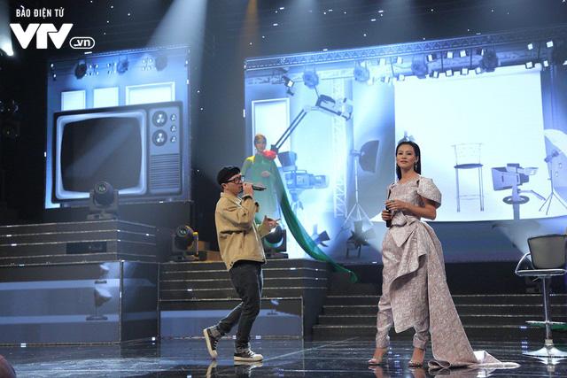 Hà Lê - Bùi Lan Hương say đắm trên sân khấu VTV Awards với Mưa hồng - Ảnh 2.