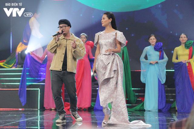 Hà Lê - Bùi Lan Hương say đắm trên sân khấu VTV Awards với Mưa hồng - Ảnh 5.
