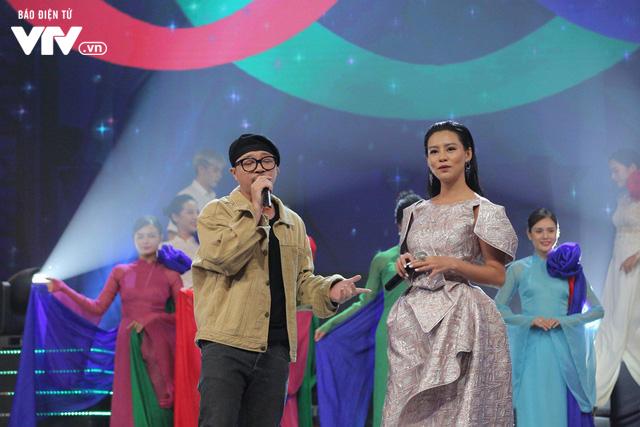 Hà Lê - Bùi Lan Hương say đắm trên sân khấu VTV Awards với Mưa hồng - Ảnh 3.