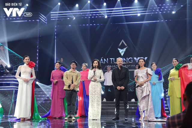 Hà Lê - Bùi Lan Hương say đắm trên sân khấu VTV Awards với Mưa hồng - Ảnh 7.