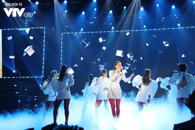 Hồ Ngọc Hà mang Vẻ đẹp 4.0 khuấy động sân khấu VTV Awards 2019 - Ảnh 4.