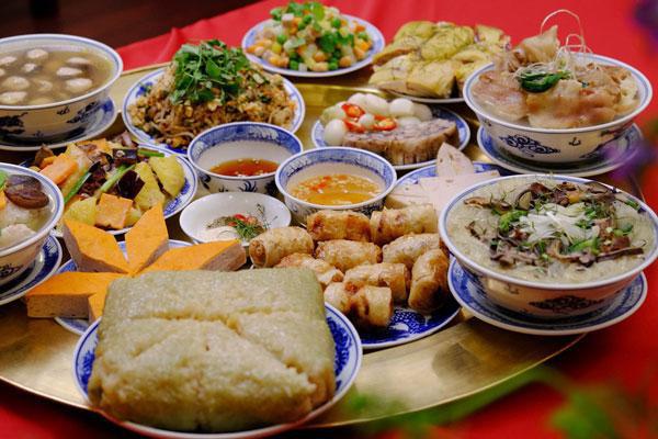 Mâm cỗ ngày Tết thường là các món ăn giàu chất đạm, chất béo và bột đường dễ gây nên tình trạng rối loạn tiêu hóa (ảnh minh họa)