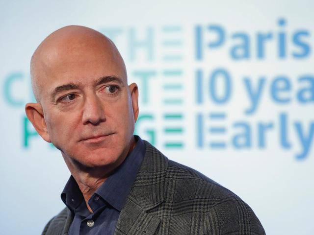 Ông chủ Amazon Jeff Bezos là người kiếm tiền nhiều nhất thập kỷ - ảnh 1