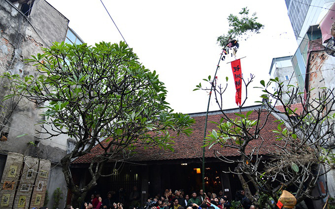 In addition to the folk meaning of warding off evil spirits, the erection of Neu pole during Tet also aims to pray for national peace, bumper crops and national prosperity.