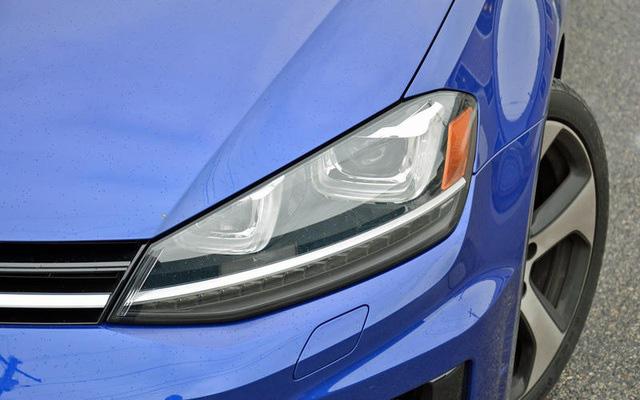 Những thói quen nguy hiểm khi lái hoặc ngồi trên xe ô tô - Ảnh 19.