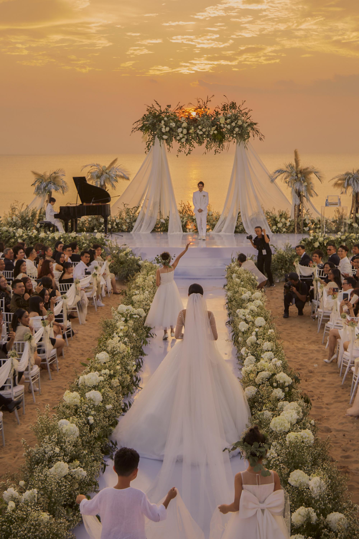 Những đám cưới lịch sử khuấy đảo showbiz Việt 2019 - Ảnh 2.
