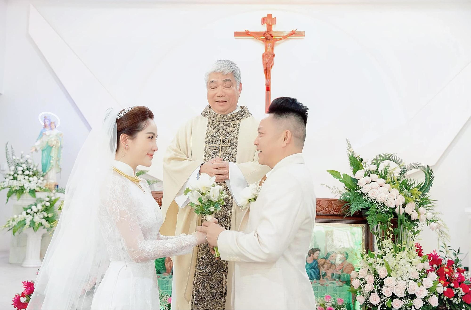 Những đám cưới lịch sử khuấy đảo showbiz Việt 2019 - Ảnh 4.
