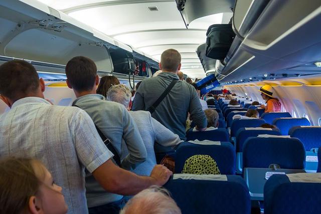 7 lời khuyên giúp giảm đau lưng khi đi ô tô và máy bay - Ảnh 2.