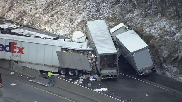 Tai nạn liên hoàn tại Mỹ, hơn 60 người thương vong - Ảnh 3.