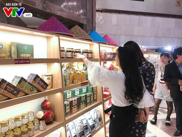 Cửa hàng lưu niệm Bảo tàng Hồ Chí Minh – Nơi hội tụ những món quà đặc sắc về Người - Ảnh 13.