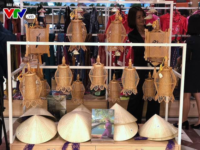 Cửa hàng lưu niệm Bảo tàng Hồ Chí Minh – Nơi hội tụ những món quà đặc sắc về Người - Ảnh 3.