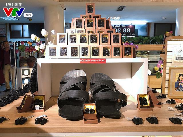 Cửa hàng lưu niệm Bảo tàng Hồ Chí Minh – Nơi hội tụ những món quà đặc sắc về Người - Ảnh 4.