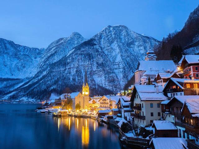 Ngôi làng đẹp nhất thế giới cầu xin khách du lịch đừng tới - Ảnh 1.