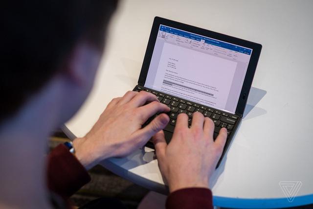 CES 2020: Dell, Lenovo, Intel đua nhau ra mắt laptop màn hình gập - Ảnh 2.