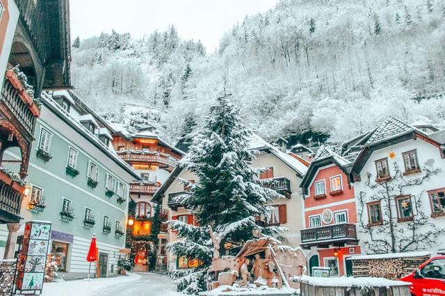 Ngôi làng đẹp nhất thế giới cầu xin khách du lịch đừng tới - Ảnh 2.