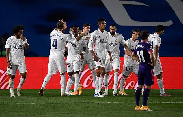 Real Madrid thắng nhọc, Atletico hòa tiếc nuối - Ảnh 1.