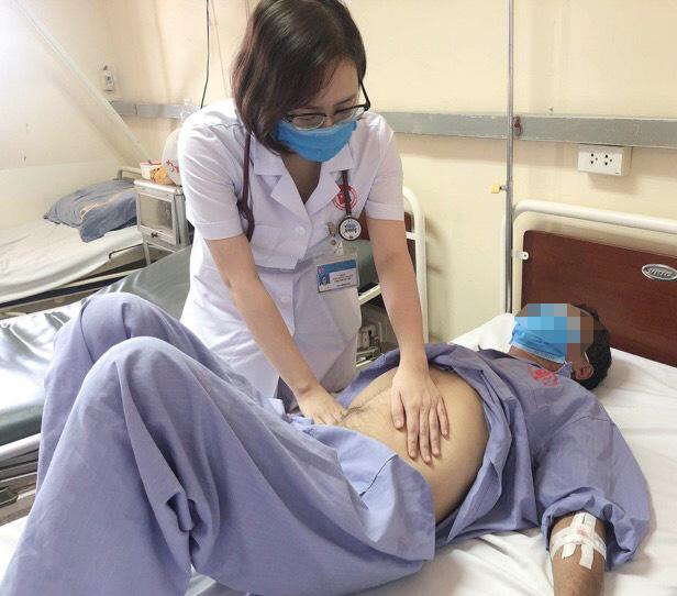 Khối dị vât kim loại hiếm gặp trong dạ dày bệnh nhân - Ảnh 2.