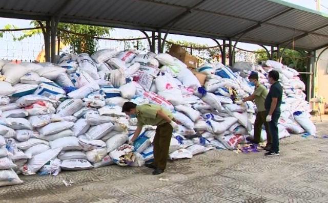 Phát hiện hơn 13 triệu găng tay cao su nhập khẩu đã qua sử dụng - Ảnh 2.